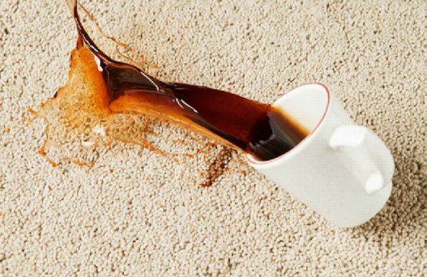 hoe verwijder je koffievlek uit een wit tapijt